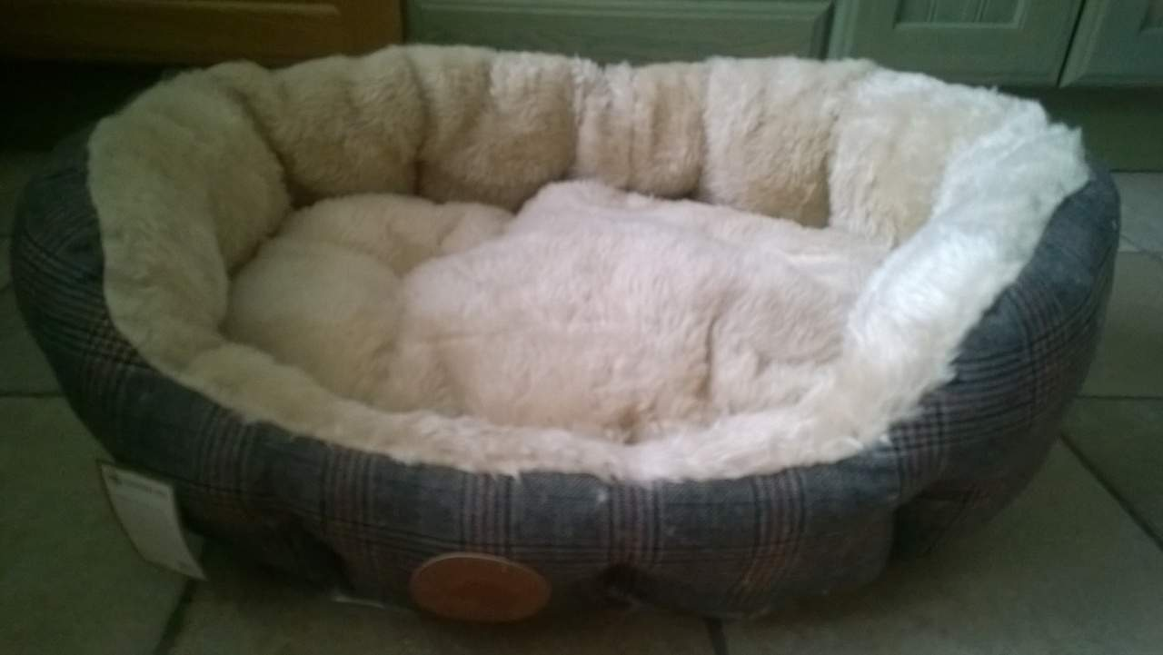 country pet luxury tweed dog bed paws plus one. Black Bedroom Furniture Sets. Home Design Ideas